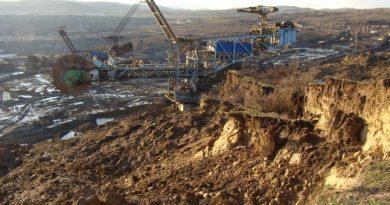 Excavator de 2.400 de tone, răsturnat la Alunu! 80 de mineri rămaşi fără slujbe